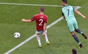 L'attaquant du Portugal Cristiano Ronaldo, le 22 juin 2016, contre la Hongrie.