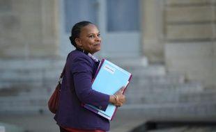 La ministre de la Justice Christiane Taubira à la sortie du Conseil des ministres le 23 décembre 2015 à l'Elysée à Paris