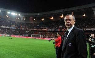 Le président du PSG, Robin Leproux, au Parc des Princes, le 20 septembre 2009, avant un match de L1 face à Lyon.