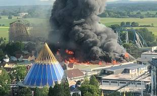 Spectaculaire incendie à Europa Park à  Rust in Baden-Wuerttemberg. / AFP PHOTO / dpa / Christine Gertler / Germany OUT