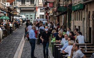 Une rue de Lyon avec ses restaurants animés (illustration 2020).