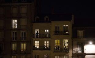 Des Nantais sur leur balcon pendant le confinement, en mars 2020