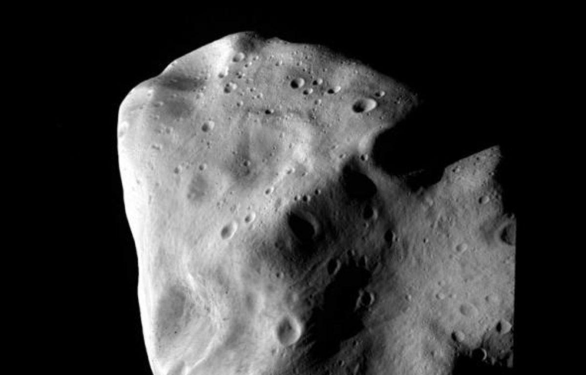 """Plus nombreux sont les petits astéroïdes géocroiseurs. Environ 6.000 objets ont été répertoriés autour de la Terre, avait mis en garde dès 2008 l'Association des explorateurs de l'espace (ASE), fondée par M. Schweickart, en présentant un rapport intitulé : """"La menace des astéroïdes : appel à une réponse globale"""". –  ESA / AFP / Archives"""