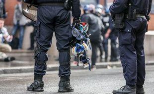 Des policiers à Toulouse pendant l'acte 25.