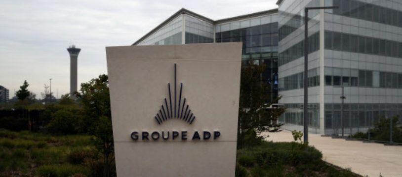ADP gère les aéroport de Roissy, Orly et Le Bourget, entre autre.