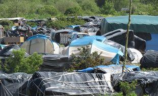 Le camp de réfugiés installé autour du centre Jules-Ferry, à Calais