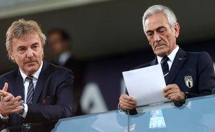 Le président de la Fédération italienne de football Gabriele Gravina (à droite), a annoncé vouloir tester un radar pour débusquer les auteurs des cris racistes dans les stades.