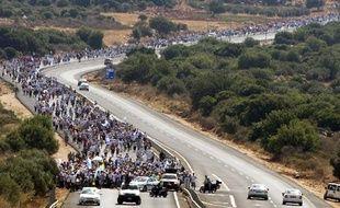 Des milliers de personnes marchent vers Jérusalem pour réclamer la libération du soldat Gilad  Shalit, à Mitzpe Hila, le 27 juin 2010.