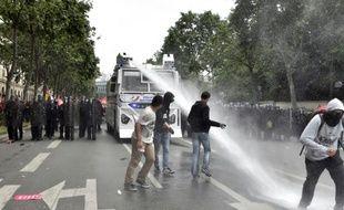 Un canon à eau utilisé lors de la manifestation contre la loi travail, le 14 juin 2016