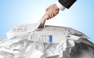 Pour éviter de se retrouver eux-mêmes en difficulté financière, les créanciers peuvent mandater des sociétés de recouvrement pour récupérer leur dû.