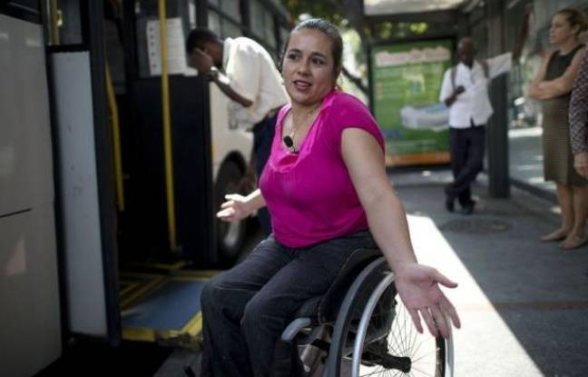 Pour Viviane Macedo, quintuple championne du Brésil de danse en fauteuil roulant, les jeux Paralympiques de Rio de Janeiro, en 2016, se disputent déjà tous les jours dans cette ville où rien n'est fait ou presque pour les handicapés.