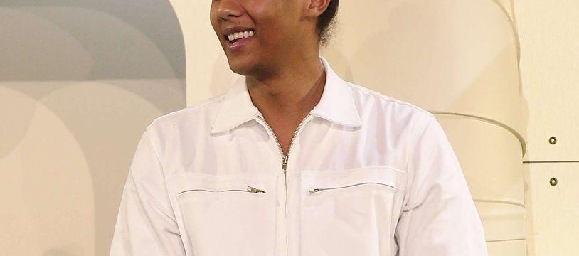Stromae à la fin du défilé de son collectif Mosaert,à Paris, le 6 avril.