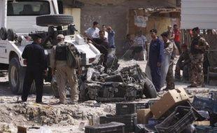 Quatre élèves d'une école primaire irakienne ont été tués lundi et deux autres blessés dans une attaque à la voiture piégée qui visait vraisemblablement une patrouille d'une unité anti-terroriste, a-t-on appris auprès de sources sécuritaires et médicales.