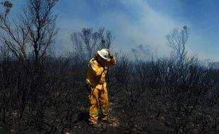 Des dizaines de feux de brousse faisaient rage vendredi dans le sud de l'Australie, causant la mort d'une personne, alors que les conditions météo devraient se détériorer dans la journée et nombre d'habitants ont été invités à quitter les lieux.