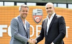 Mickaël Landreau, ici avec le président lorientais Loïc Féry, va étrenner ses galons d'entraîneur.