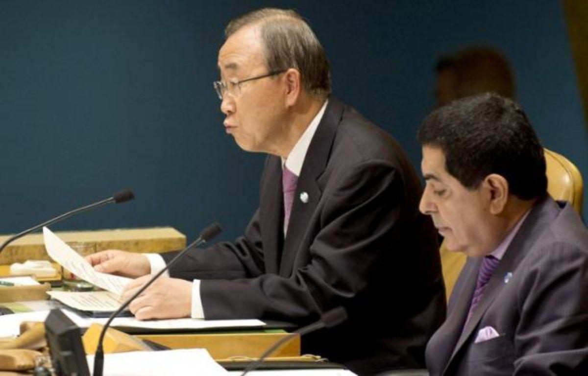 Le secrétaire général des Nations unies Ban Ki-moon, a présenté dimanche à Yeosu, en Corée du Sud, une initiative sur la protection des océans contre la pollution, la surpêche et la montée des eaux qui menace des centaines de millions de personnes. – Don Emmert afp.com