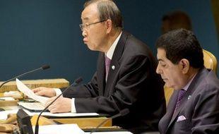 Le secrétaire général des Nations unies Ban Ki-moon, a présenté dimanche à Yeosu, en Corée du Sud, une initiative sur la protection des océans contre la pollution, la surpêche et la montée des eaux qui menace des centaines de millions de personnes.