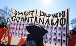 Des manifestants en 2016 qui demandent la fermeture de la prison de Guantanamo devant la Maison-Blanche, à Washington.
