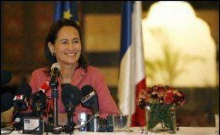 """Ségolène Royal, candidate socialiste à la présidentielle française, a pressé vendredi tous les protagonistes de la crise libanaise de reprendre """"le fil du dialogue"""", alors qu'une imposante manifestation de l'opposition a réclamé la démission du gouvernement libanais."""
