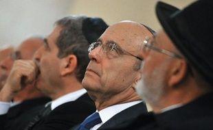 """Le ministre des Affaires étrangères Alain Juppé a demandé mardi qu'on """"n'ajoute pas l'ignoble à l'horrible"""", après la déclaration de François Bayrou selon laquelle la tuerie de Toulouse s'enracine """"dans l'état d'une société"""" malade de ses divisions."""