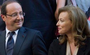 """Valérie Trierweiler a recommencé à tweeter dimanche pour saluer le discours de son compagnon François Hollande lors de la cérémonie de commémoration de la rafle du Vél d'hiv, qualifié de """"très émouvant""""."""