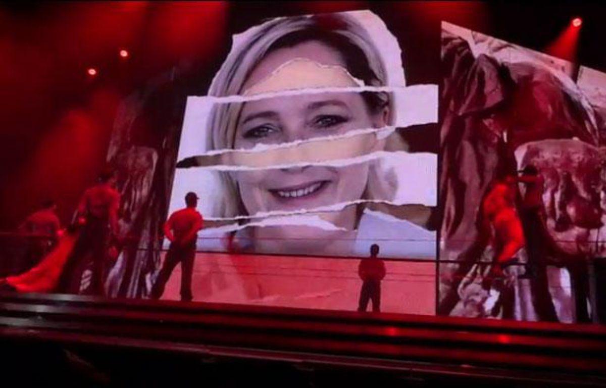 Capture d'écran d'une vidéo d'un concert de Madonna à Tel Aviv, en Israël, tournée le 31 mai 2012, visible sur Youtube. La vidéo montre des images de Marine LePen. – A.-L.Béraud/20 Minutes