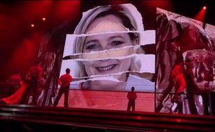 Capture d'écran d'une vidéo d'un concert de Madonna à Tel Aviv, en Israël, tournée le 31 mai 2012, visible sur Youtube. La vidéo montre des images de Marine LePen.