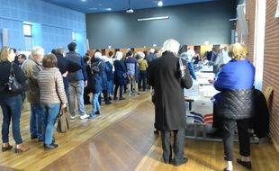 Cohue dans le bureau de vote de l ump à toulouse france occitanie