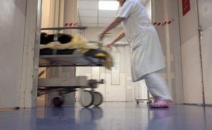 """Un médecin a été violemment agressé et plusieurs membres du personnel du CHU de Grenoble blessés dimanche par une demi-douzaine de personnes mécontentes qu'une de leurs proches ait été hospitalisée dans une chambre sans fenêtre, un """"événement exceptionnel"""""""