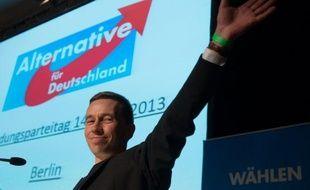 Le nouveau parti anti-euro, créé en février en Allemagne, atteint pour la première fois dans un sondage le seuil des 5%, nécessaire pour entrer au Parlement allemand, selon une enquête publiée mardi par le quotidien populaire Bild.