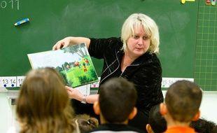 Michèle Picard, maire PC de Vénissieux, a fait classe mardi 15 février, pour dénoncer le non-remplacement des enseignants dans certains établissements de sa commune.