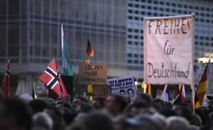 Des supporteurs du mouvement Pegida à Dresde, le 5 octobre 2015