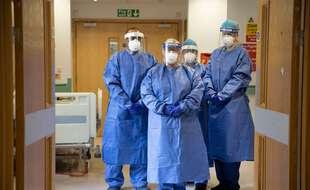 Illustration de soignants qui luttent contre le coronavirus dans un hôpital de Londres.