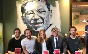 Les trois créateurs de Wanted Community, la responsable communication de Facebook et l'adjoint au tourisme ont collaboré pour réaliser un guide sur Bordeaux.