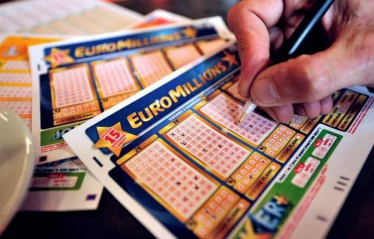 C'est une médaille d'or de 4,5 tonnes : un joueur du Royaume-Uni a remporté vendredi soir la cagnotte record de 190 millions d'euros - l'équivalent de 4,5 tonnes de métal jaune - mise en jeu lors du tirage de la loterie Euro Millions. – Philippe Huguen afp.com