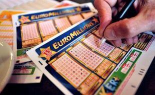 C'est une médaille d'or de 4,5 tonnes : un joueur du Royaume-Uni a remporté vendredi soir la cagnotte record de 190 millions d'euros - l'équivalent de 4,5 tonnes de métal jaune - mise en jeu lors du tirage de la loterie Euro Millions.