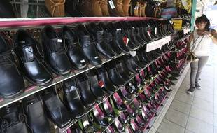 Deux jeunes femmes du nord de la France ont été grièvement blessées après avoir porté des chaussures fabriquées en Chine. La Direction départementale de le protection de la population pourrait ouvrir une enquête.