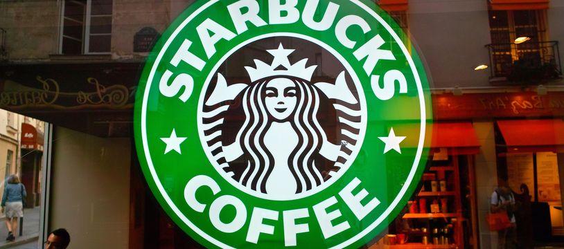 Un salon de l'enseigne Starbucks. Illustration.