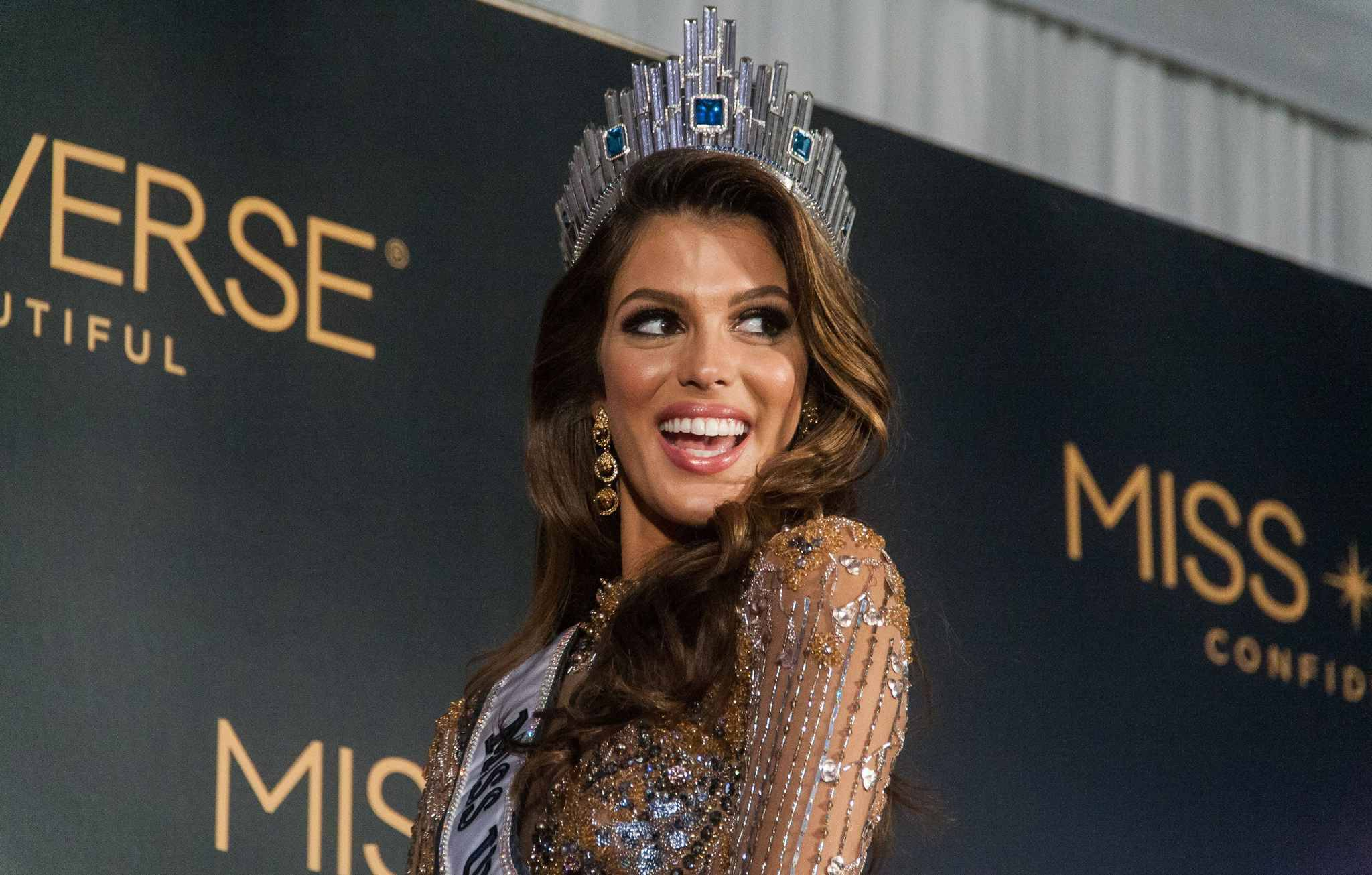 miss univers 2017 comment la fran aise iris mittenaere a. Black Bedroom Furniture Sets. Home Design Ideas