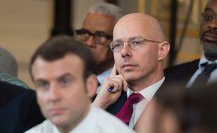 Derrière Emmanuel Macron, le préfet de Martinique, Stanislas Cazelle. (archives)