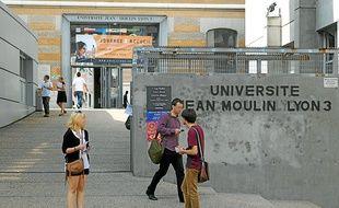 Najat Vallaud Belkacem, ministre de l'Education nationale a officialisé le gel du montant des inscriptions dans les universités françaises.