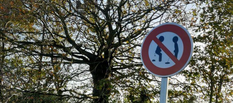 Le fameux panneau de signalisation.