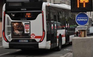 La ville de Lyon teste des nouveaux couloirs de bus pour permettre de fluidifier la circulation.