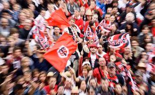 Les supporters du Stade Toulousain sur la place du Capitole après la victoire de leur équipe contre Toulon, en finale du Top 14, le 10 juin 2012.