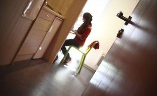 Photo d'illustration d'une résidente du Crous dans sa chambre