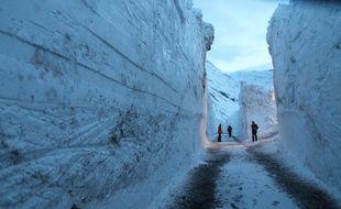 Un expert en avalanche a pris des photos impressionnantes en plongeant au cœur de la coulée de neige qui s'est abattue sur Bessans (Savoie) dans la nuit du 8 au 9 janvier 2018.