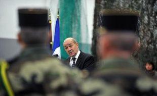 """Une quinzaine de """"terroristes"""" ont été tués dans la nuit de lundi à mardi au cours de violents combats entre les forces françaises et tchadiennes et les combattants islamistes dans le nord-est du Mali, a indiqué le ministre de la Défense, Jean-Yves Le Drian."""