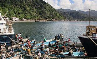 Des pêcheurs dans le ports de Mutsamudu, le 21 mars 2018.