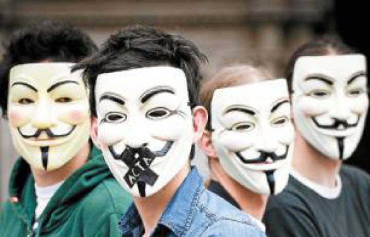 Les Anonymous vont manifester. –  f. Scheiber/20 minutes