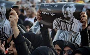 Le militant bahreïni Abdel Hadi al-Khawaja, condamné à la perpétuité pour complot, a réclamé mardi sa libération lors de sa première comparution devant un tribunal depuis le début de sa grève de la faim il y a plus de trois mois.